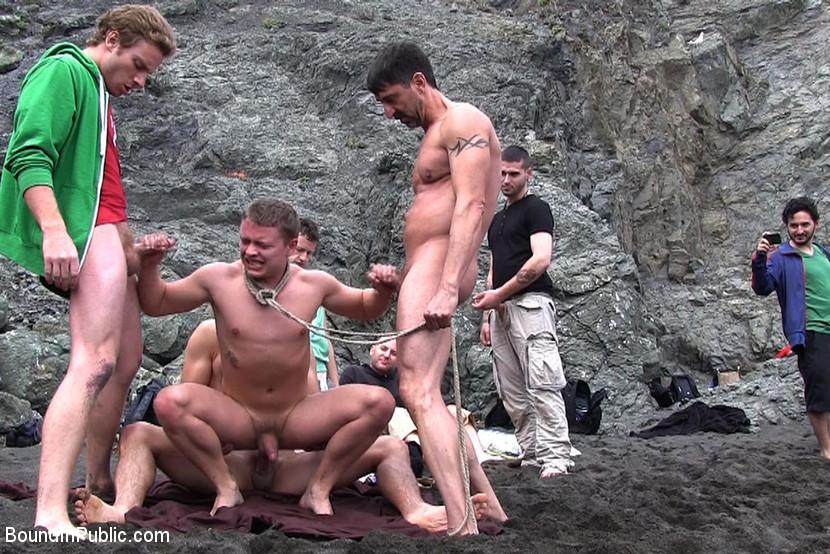 смотреть видео секс извращения на пляже ноги