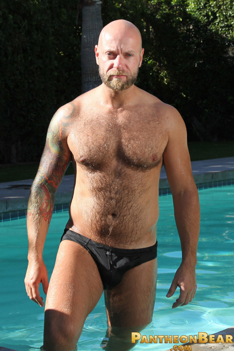 muscle bear dan rhodes bear gets naked