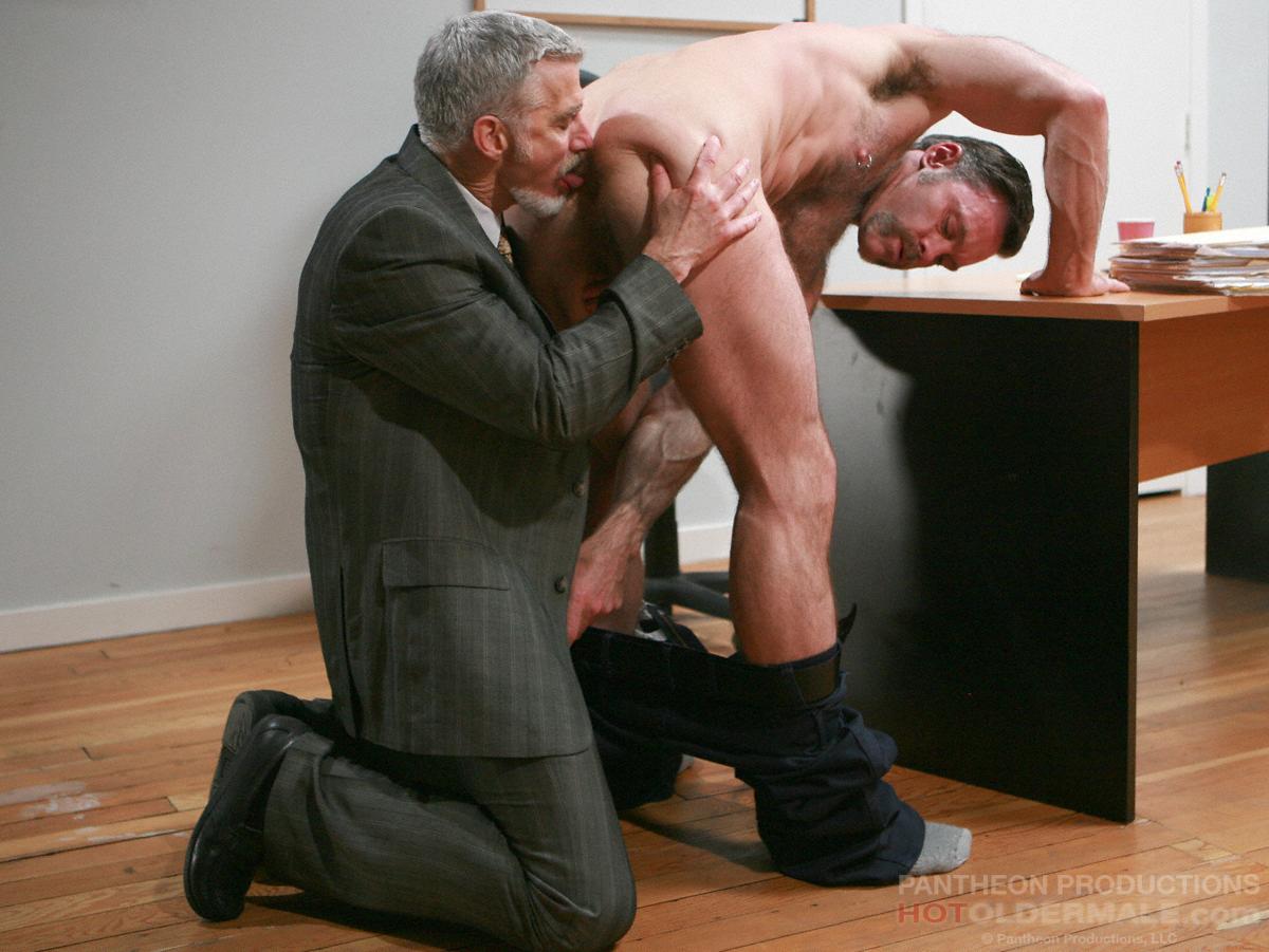 Зрелый мужчина секс видео лицо