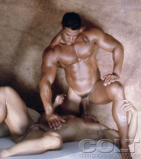 фото голых мускулистых геев