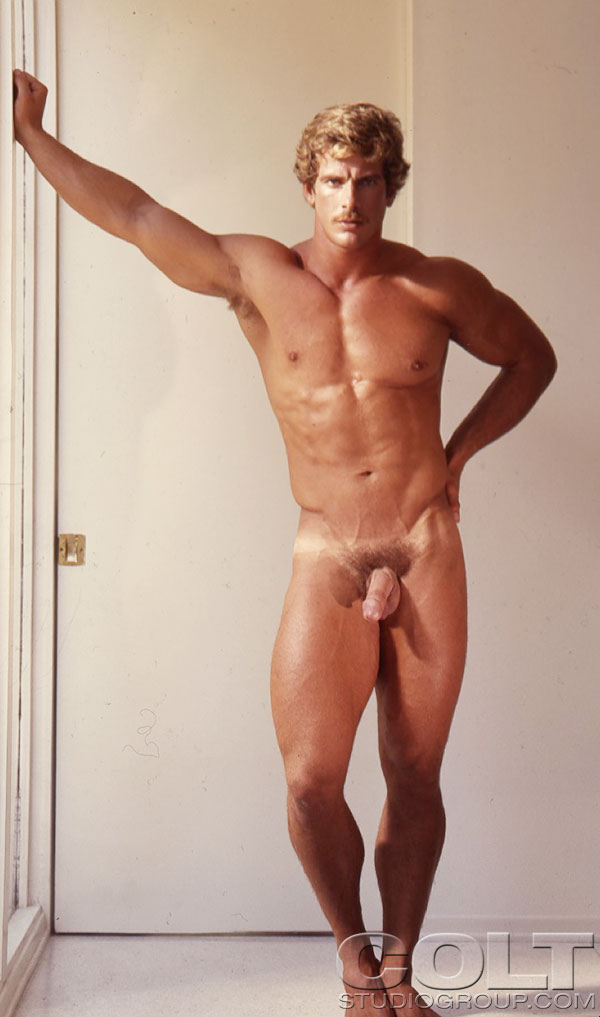 gay muscle nude