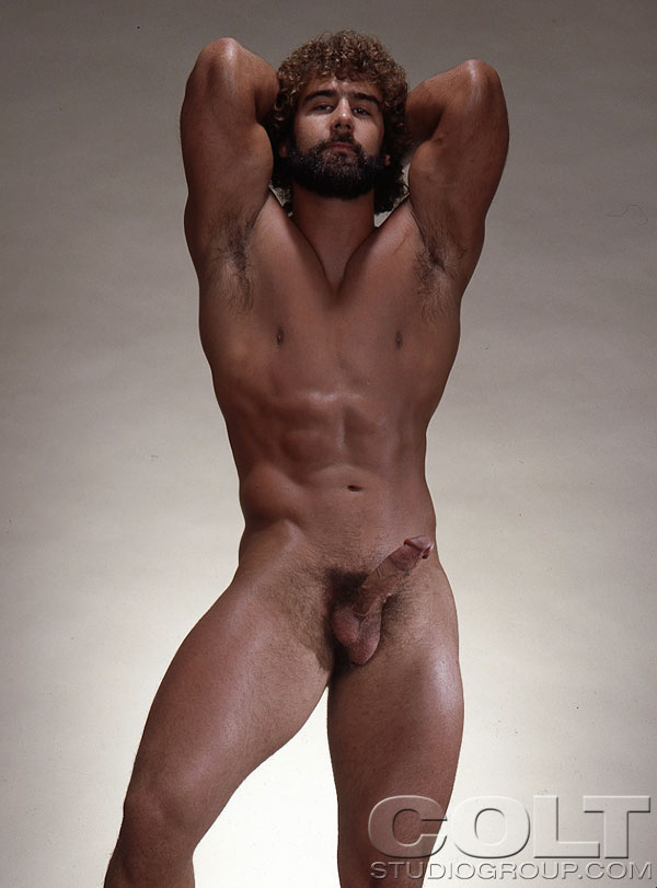 Muscled Hunk Showing His Perfect Body