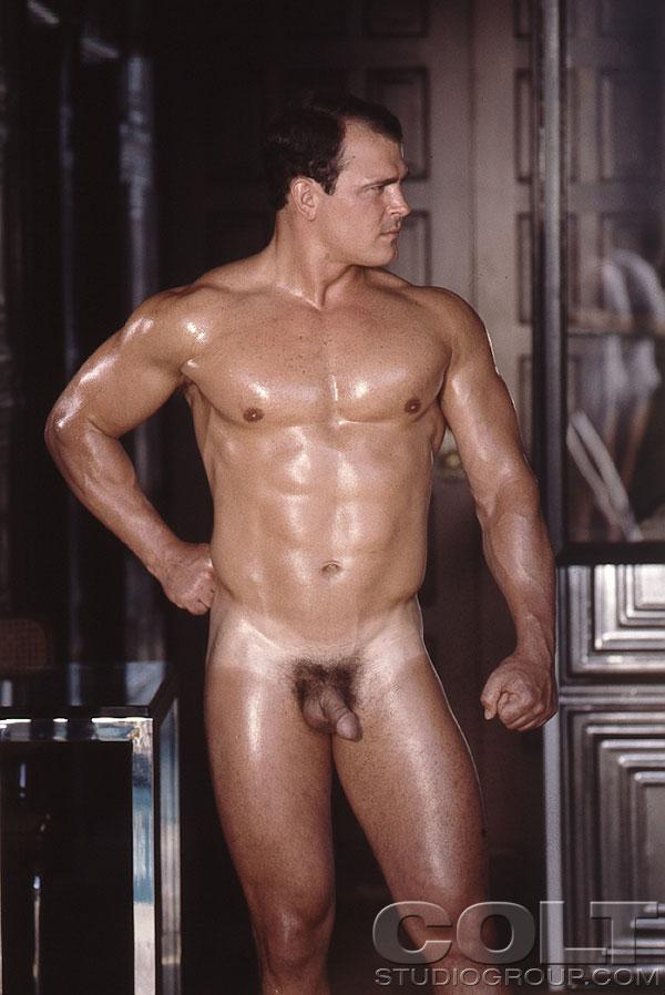 Trouvez pas Xyz men naked STANDING!