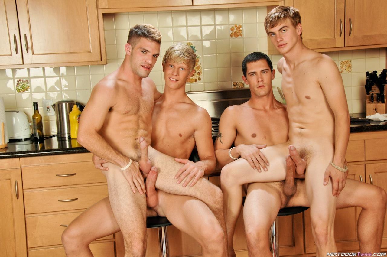 Мужики и парни в бане